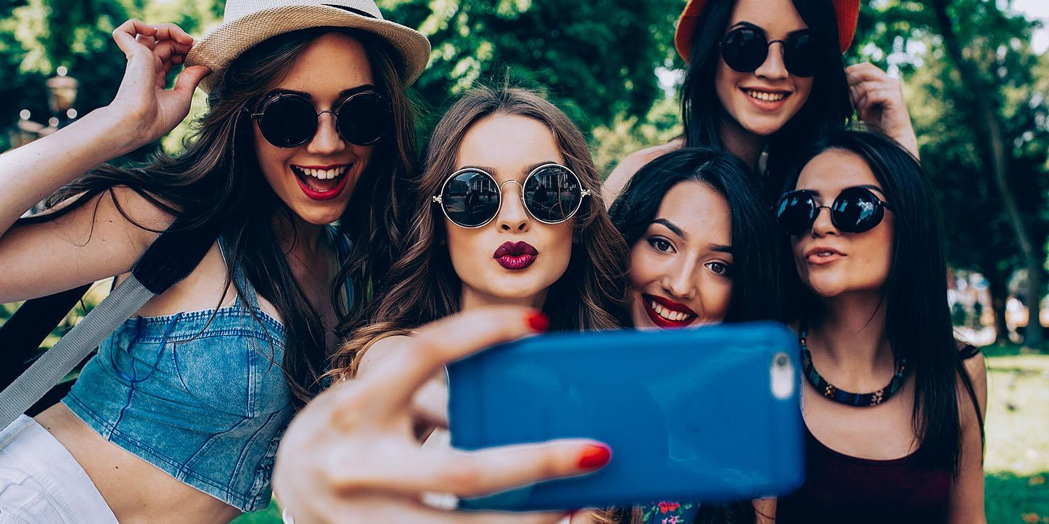 how to style your hair for the perfect selfie